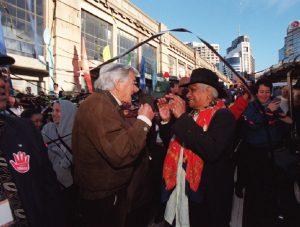 Image of Evelyn Scott and former Australian Prime Minister, Bob Hawke.